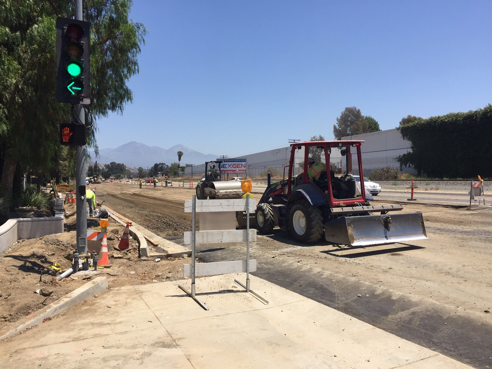 Construction on Valley Boulevard will eventually include a completed protected bike lane, yet no sign of the infrastructure is seen. Joe Linton/Streetsblog LA